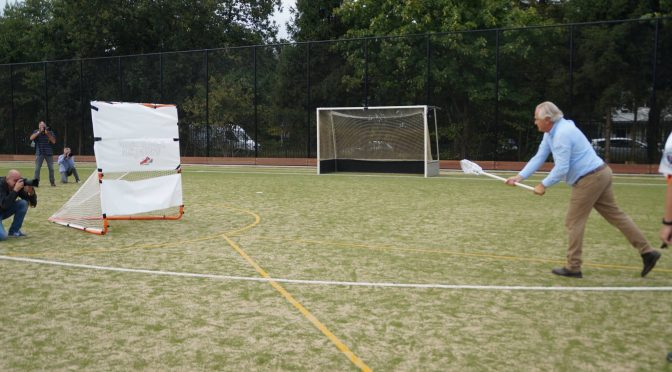 Het nieuwe lacrosseveld is geopend op AMHC